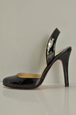 Christian Louboutin Round-Toe Pump in Black