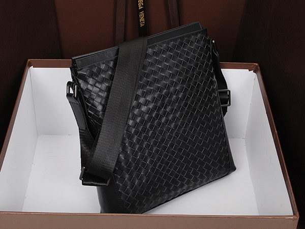 Bottega Veneta Intrecciato Leather Cross Body Messenger Bag 93535 Black