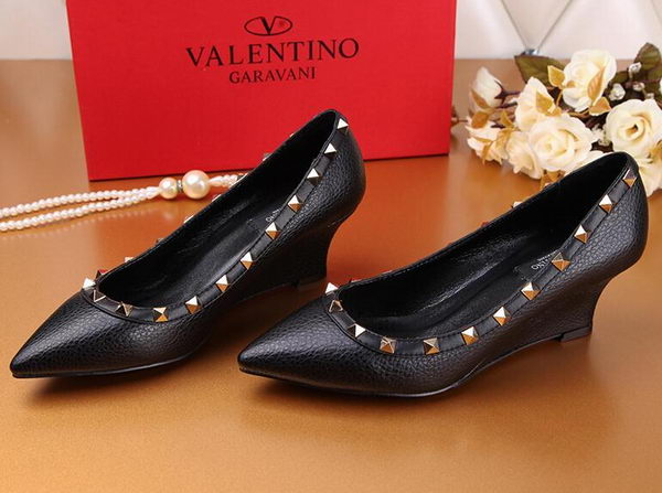 Valentino Litchi Leather Rivet Pump VT239YZM Black