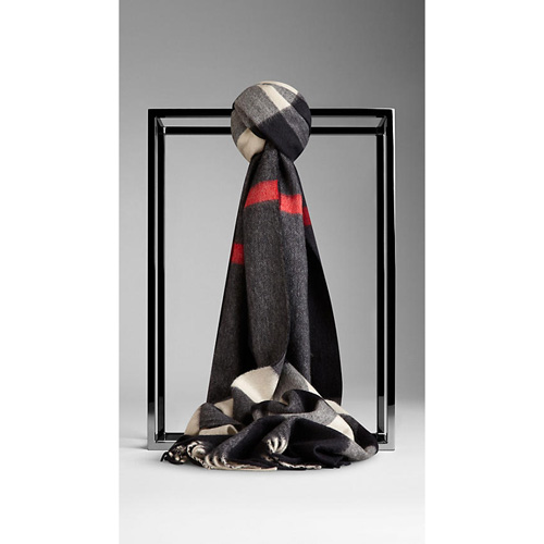 BURBERRY WOMEN'S CHECK CASHMERE SCARF NAVY CHECK