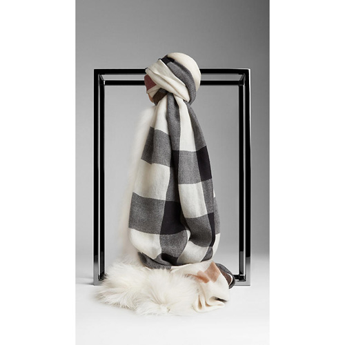 BURBERRY WOMEN'S FUR TRIM CASHMERE CHECK SCARF IVORY CHECK