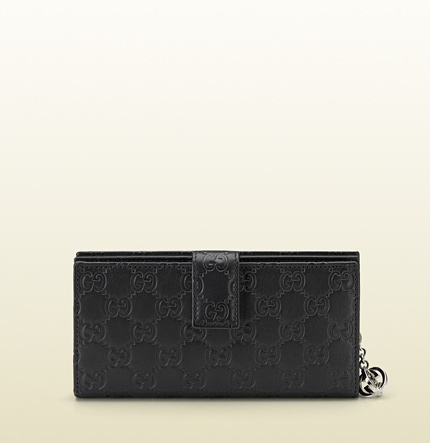 Gucci continental wallet with interlocking G detail.