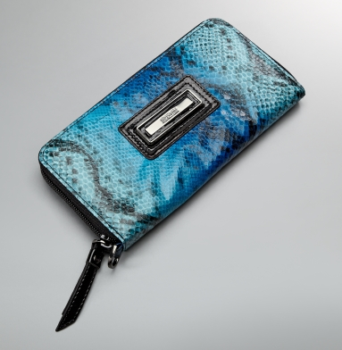 Kenneth Cole Reaction Exotic Excursions Clutch Wallet BLUE