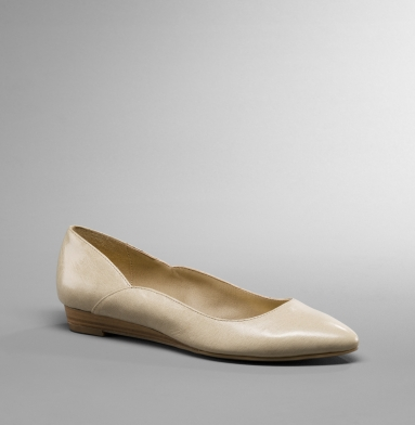 Kenneth Cole Reaction Point Toe Flat CREAM