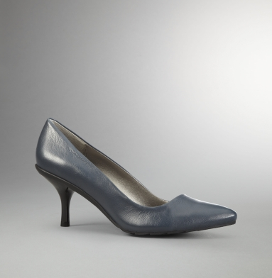 Kenneth Cole Reaction Hill Top Pump NAVY