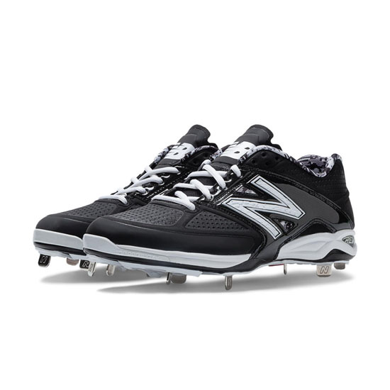 MEN'S New Balance Low-Cut 4040v2 Metal Cleat Black with White