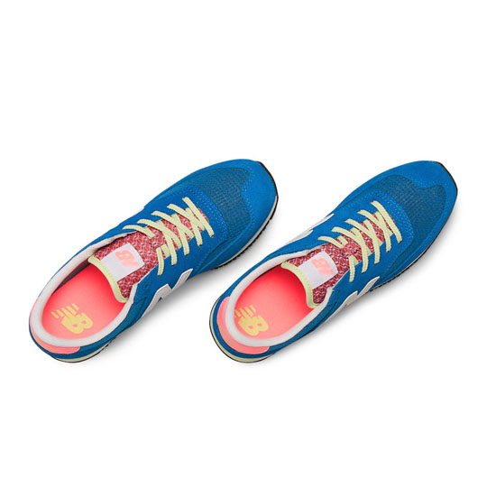 WOMEN\'S New Balance 620 Electric Blue with White & Pink