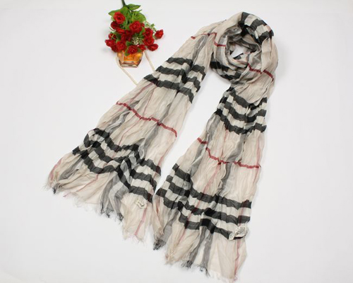 Burberry Gauze Giant Check Crinkled Scarf B02