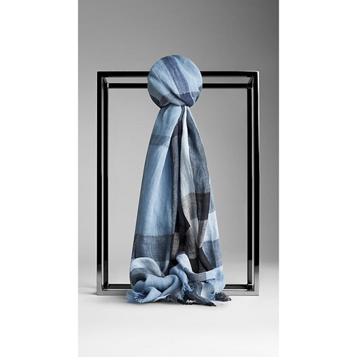 BURBERRY MEN'SEXPLODED CHECK LINEN SCARF PALE CANVAS BLUE CHECK