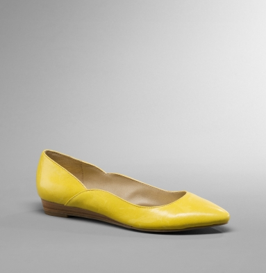Kenneth Cole Reaction Point Toe Flat YELLOW